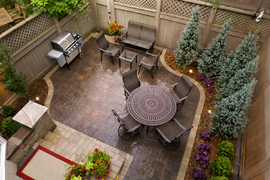 tiny backyard patio